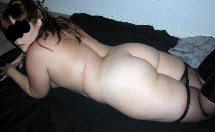 Margaux pose pour la photo de femme ronde nue