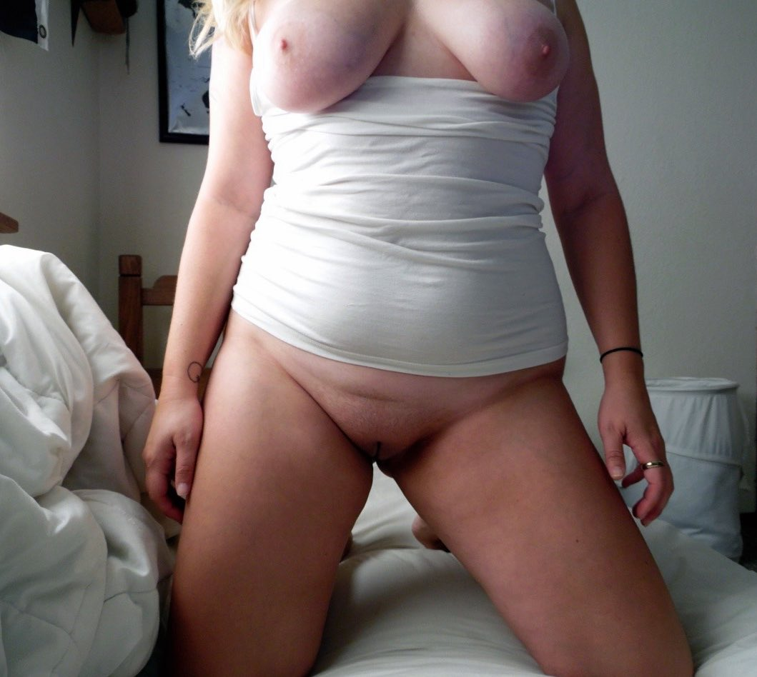 Nue comme une femme ronde sexy