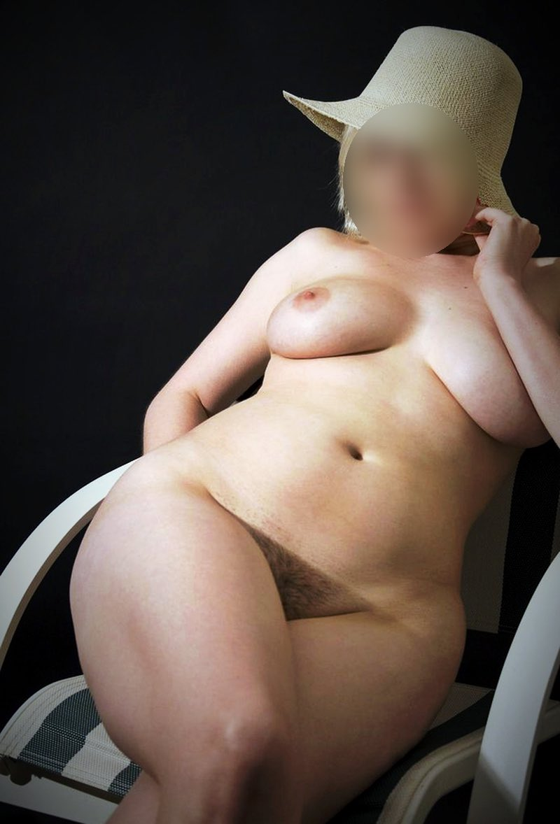 Une belle femme ronde en mode j'ai envie de sexe